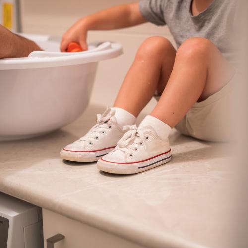 Trucs et astuces pour apprendre à ses enfants à nouer ses lacets