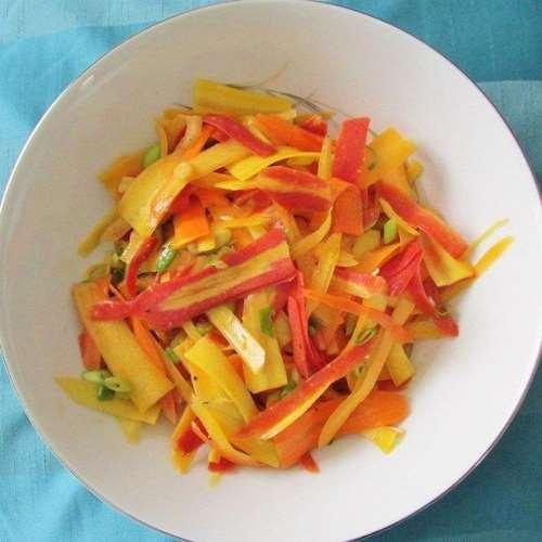Salade de carottes, pommes et pignons de pin