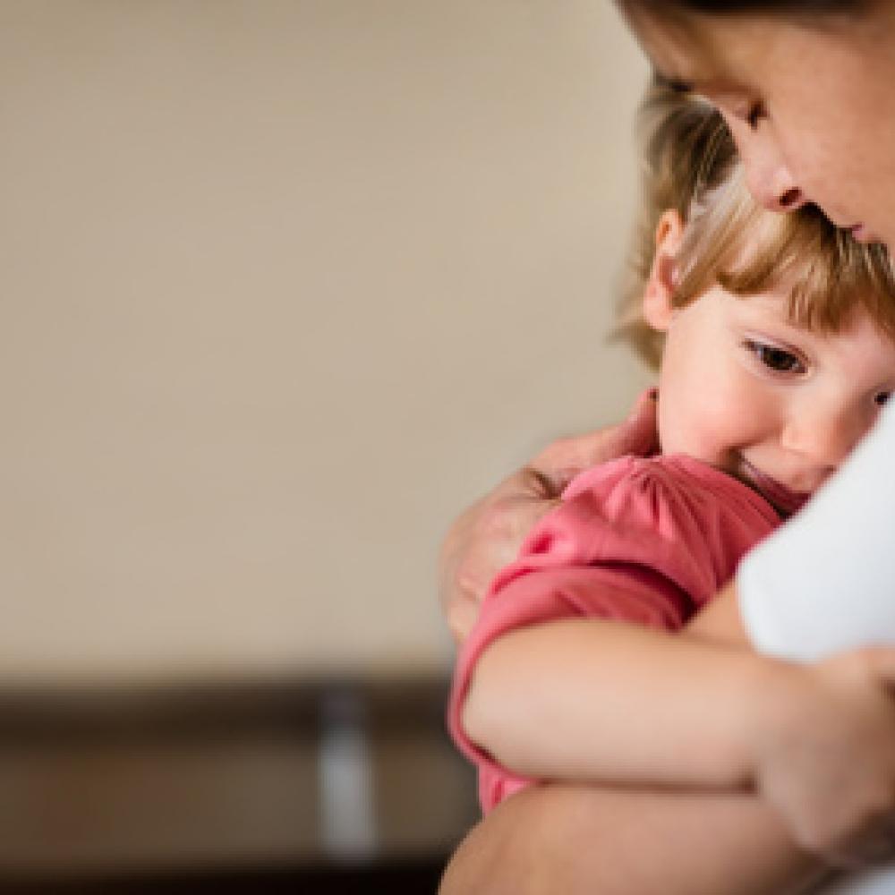 Pourquoi mon enfant a-t-il besoin de mes câlins ?